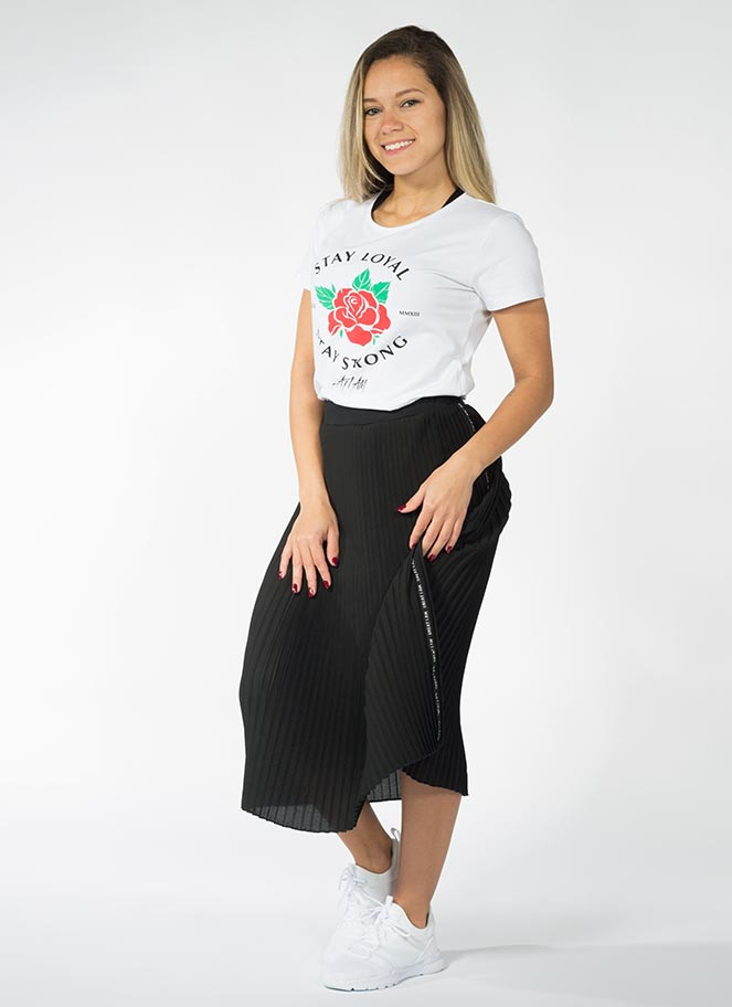 OUTFIT T-SHIRT STAY LOYAL + SKIRT