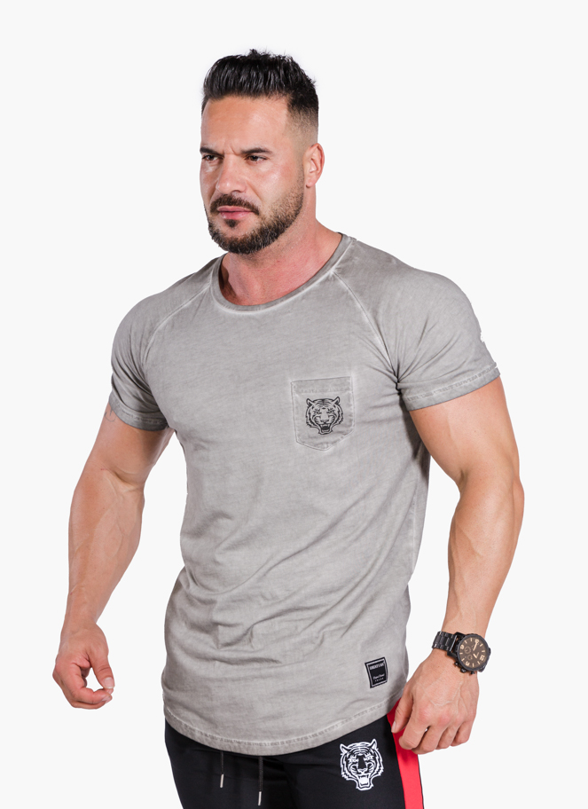 CAMISETA MANGA CORTA CON BOLSILLO TAINTED GREY - Great I Am